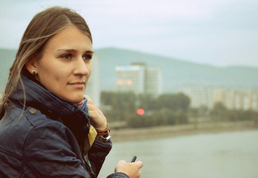 девушка на мосту - Зоя Яковлева
