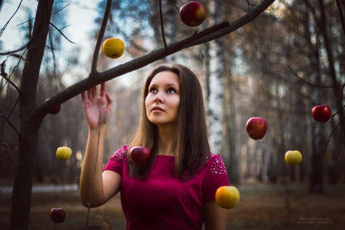 фото с яблоком девушка
