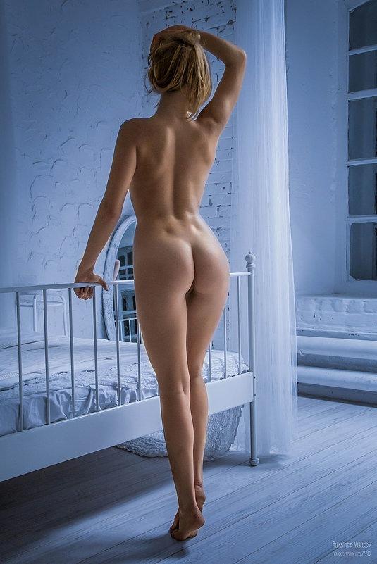 голые девушки сзади фото