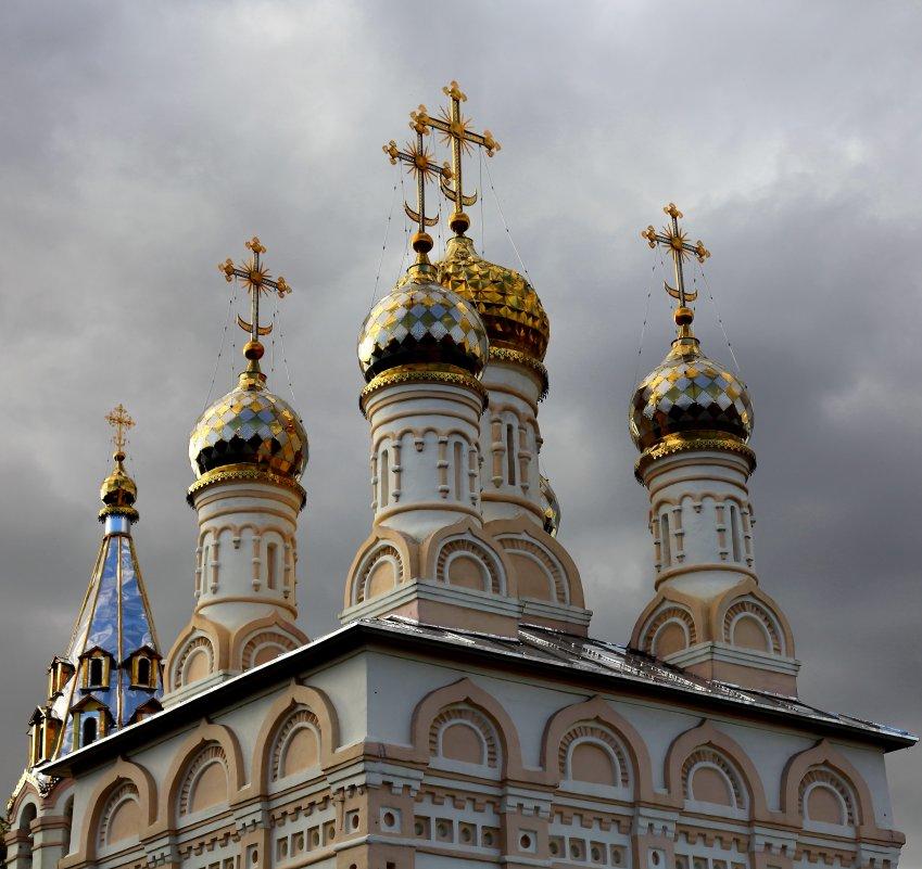 скачать песню золотом покрыты купола