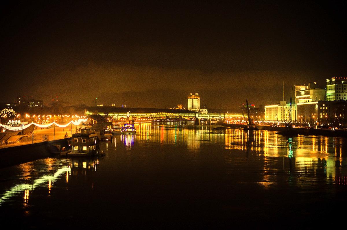 Вечерний вид с Крымского моста - Людмила Финкель