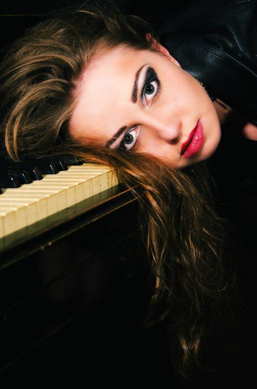 На клавишах - Дмитрий Гришечко