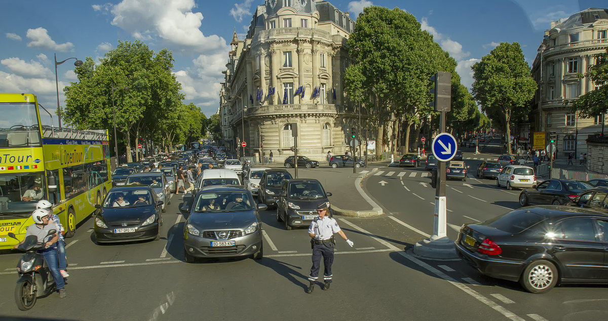 Проезжая по улицам Парижа - leo yagonen