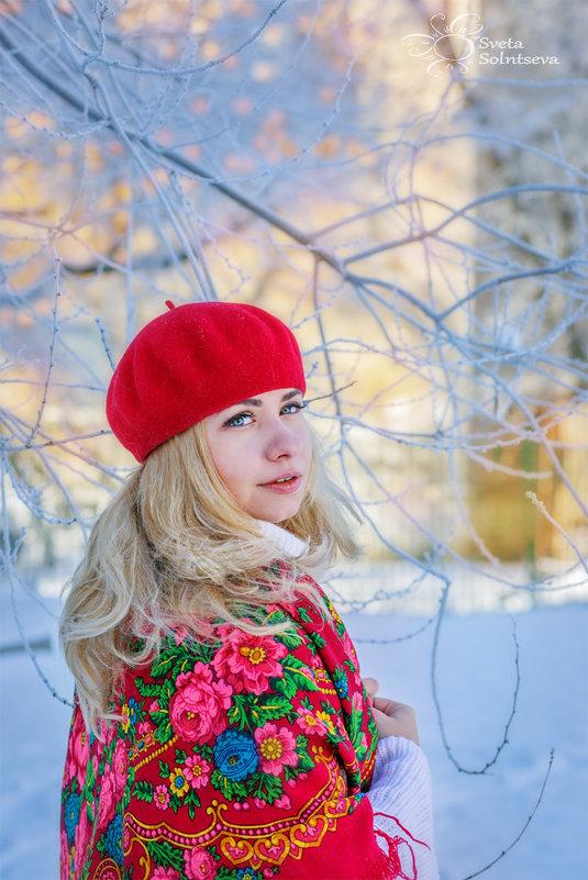 блондинка в красном - Света Солнцева