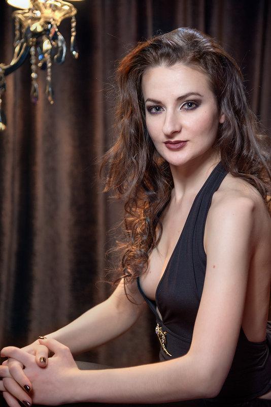 Портрет в ночном клубе - Надежда Макарова