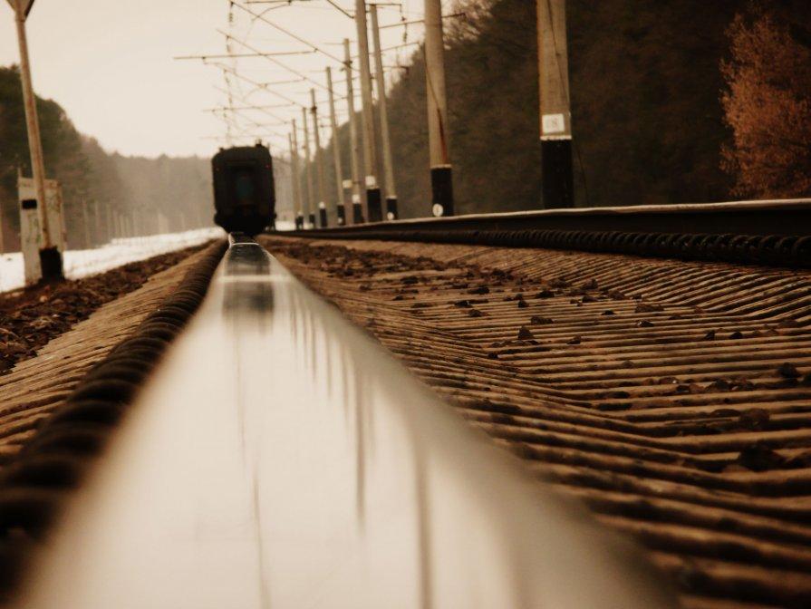 Вся наша жизнь — вокзал, синоним вечной суеты, А люди — поезда: приходят и уходят.... - Саша Матвіюк