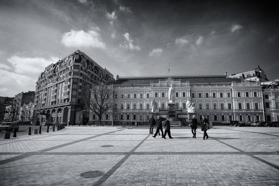 Рассказы о Киеве. Михайловская площадь - Вахтанг Хантадзе