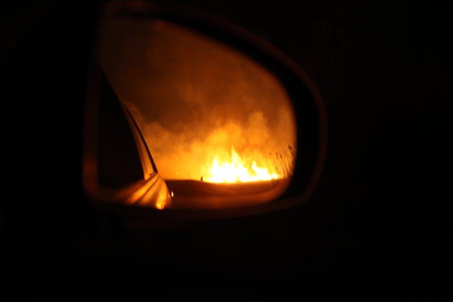 Пожар вид через зеркало - Alex Romanov