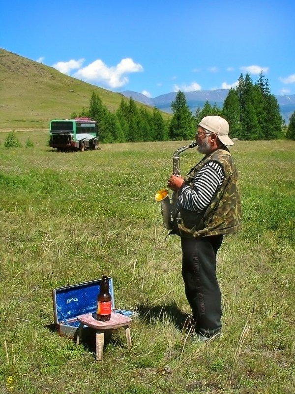 Льется музыка в горах - Виктор Ковчин
