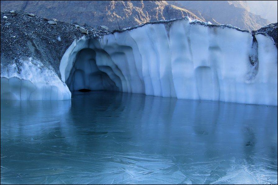 ледниковое озеро. Ледник Ю.Иныльчек - Александр Волков