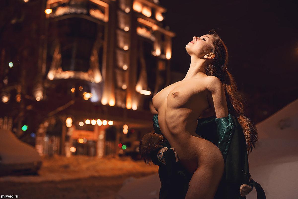 Фотограф снимает девушек с улицы голыми 12 фотография