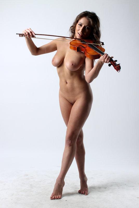 скрипачки обнаженные