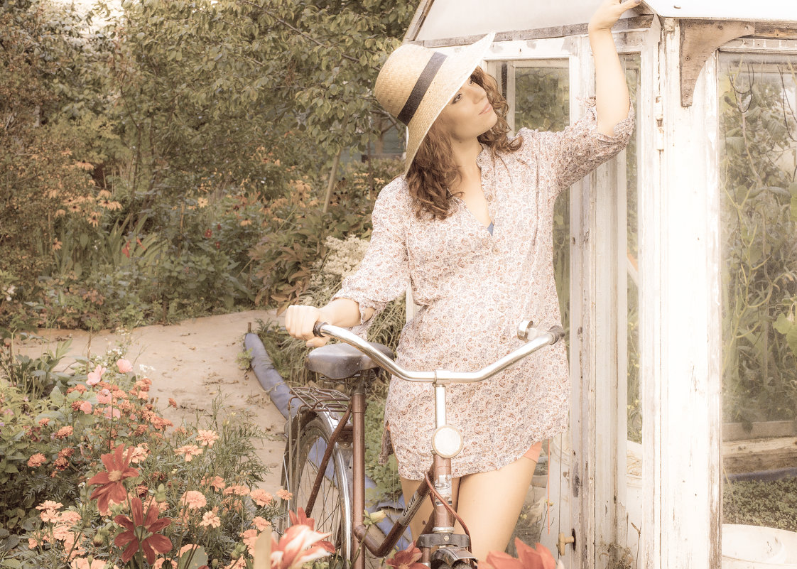 Ирина в саду - Татьяна Мордвинова