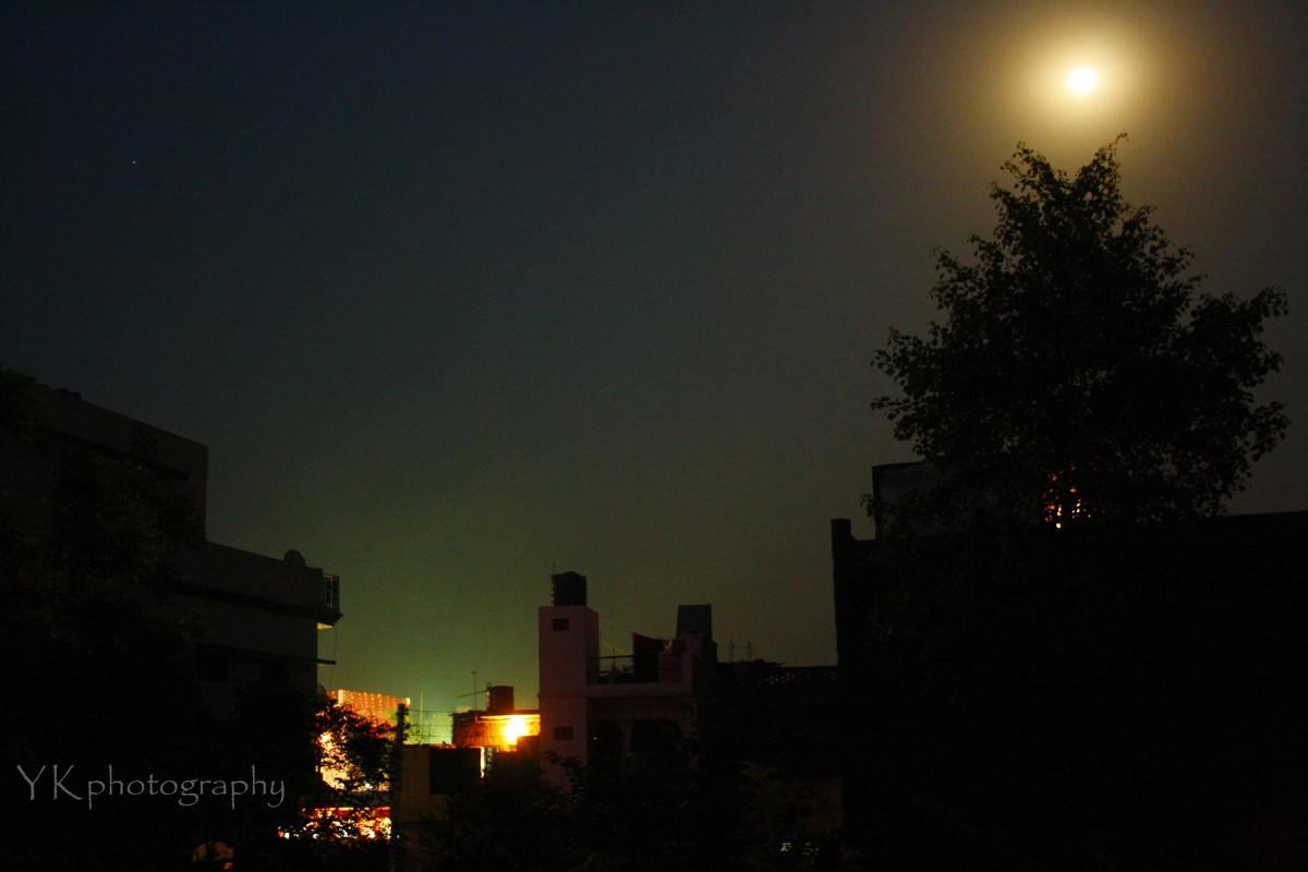 Луна - йогеш кумар
