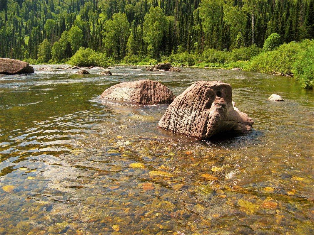 А по камушкам речка бежит