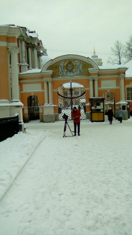 Кино снимают в Александра-Невской Лавре. - Светлана Калмыкова