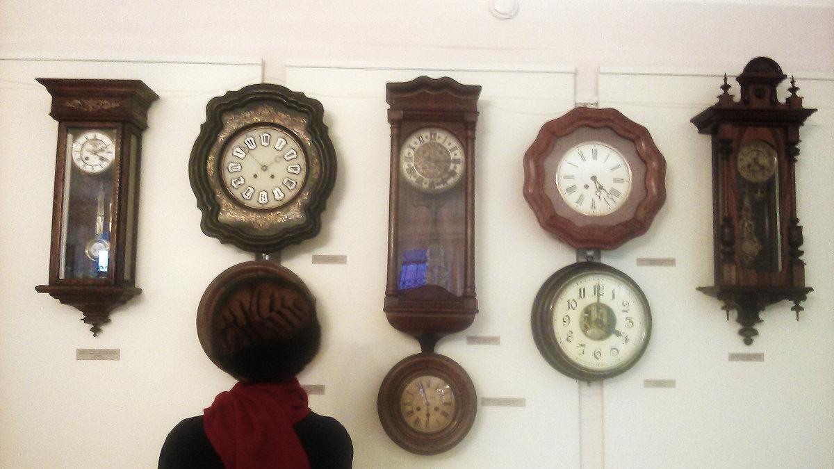 Старинные часы ещё идут - Владимир Ростовский