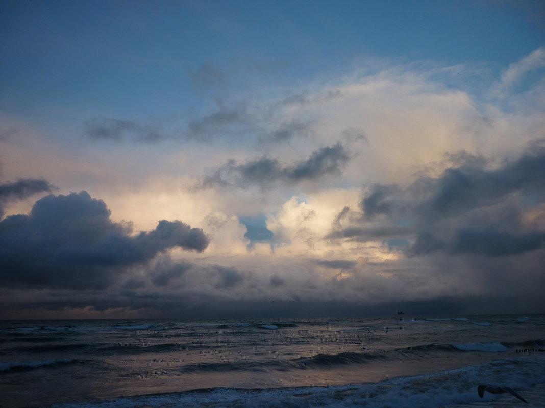 Погода переменчива, как женщина))) - Oxi --