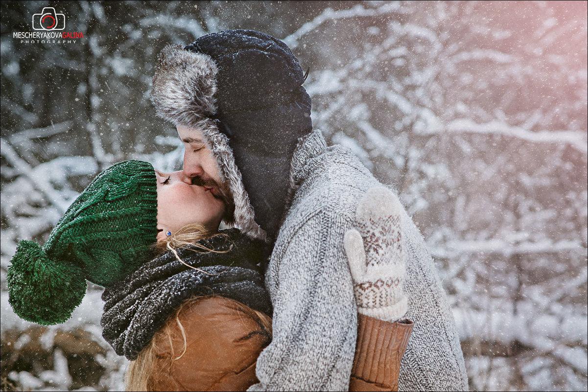 У нас впереди целая зима, чтобы научиться ценить то, что будет, а не то, что прошло...) - Галина Мещерякова