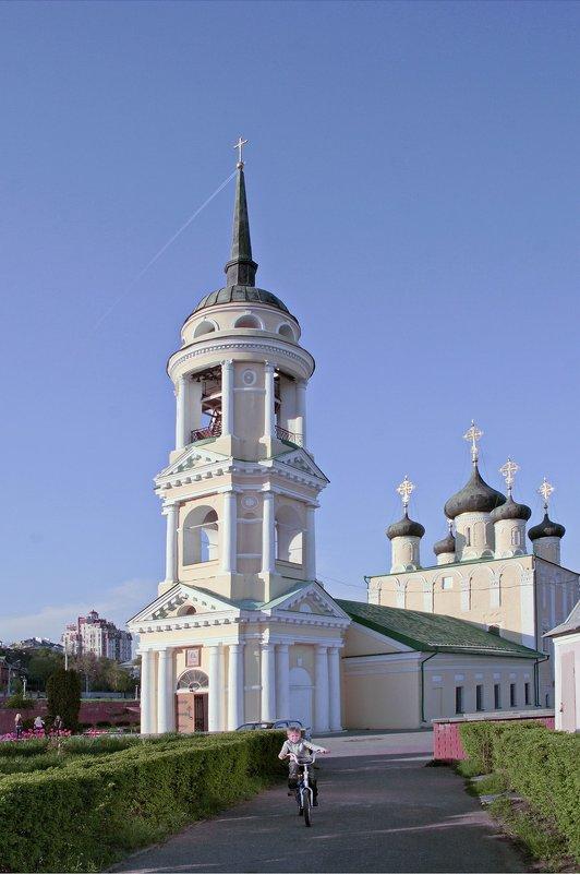 У храма ( 1) - Надежда Ивашкина