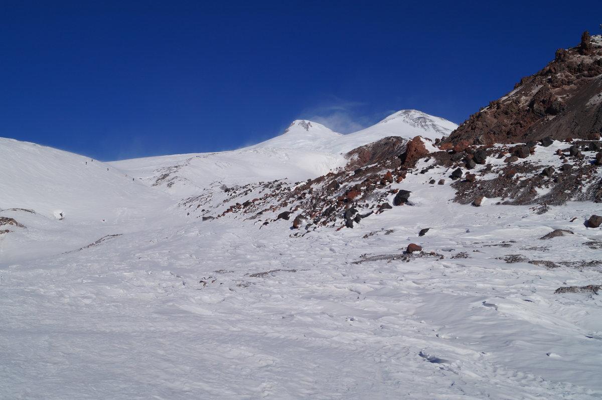 Эльбрус  сердит немножечко сегодня и снег шаля бросает на меня! - Серж Поветкин