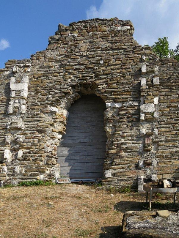Развалины византийского храма - Вера Щукина