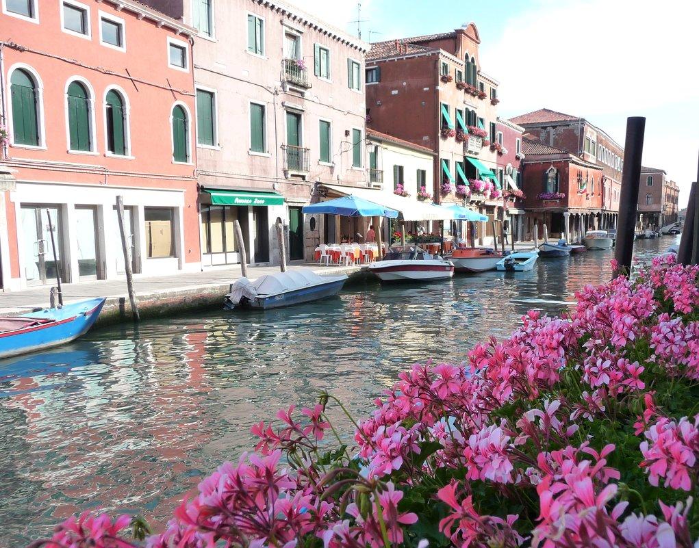 Тихая улочка в Венеции. - Alexey YakovLev