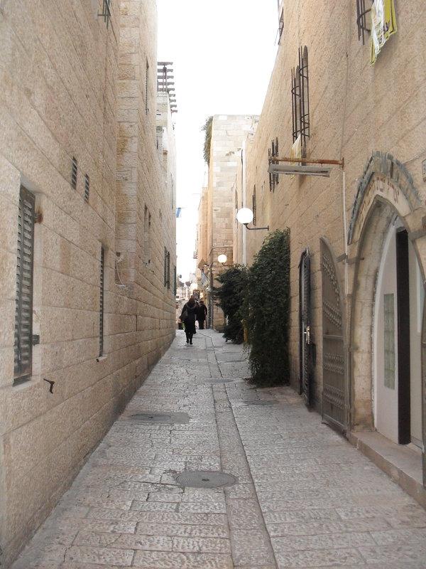 Узкие улочки в Старом городе - Надежда
