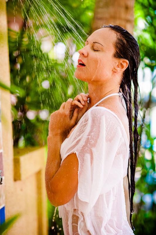 Видео девушка и душ фото реале замужними