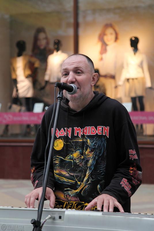 Любимый исполнитель на ул. Красная:) - Александр Ситников