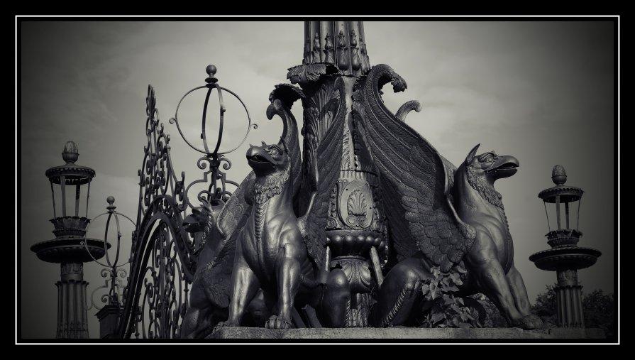 Грифоны Кузьминского парка... - Victor Vinocurov