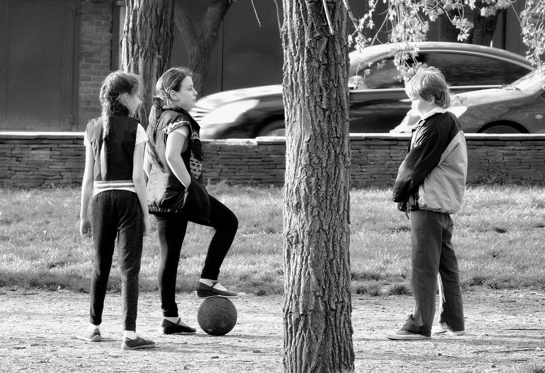 И кто тут сказал, что девчонки в футбол играть не умеют? - Игорь Попов