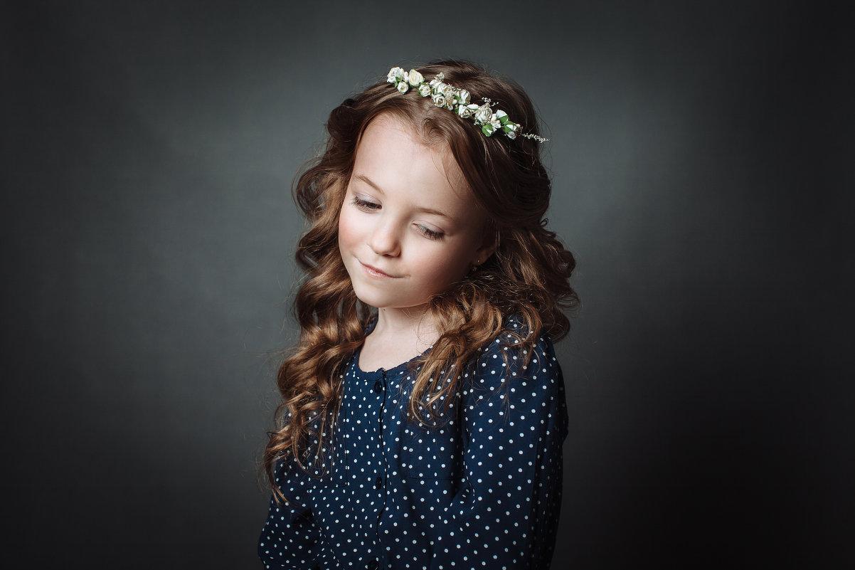))) - Люся Мальханова