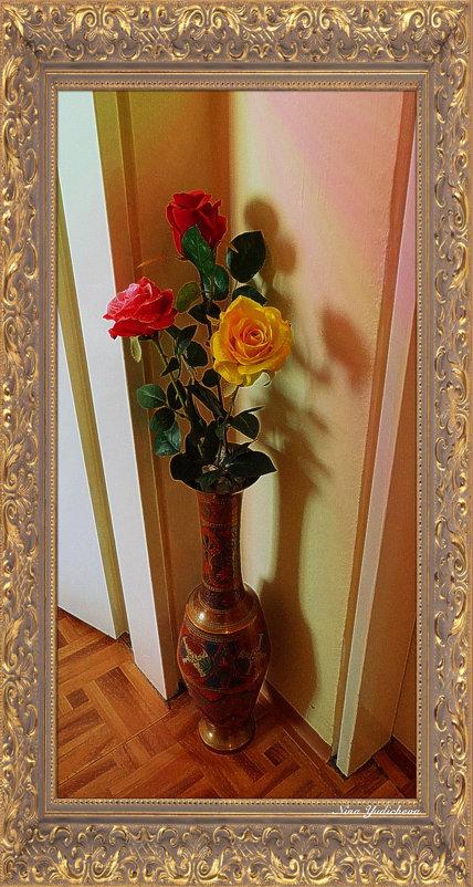 Напольная ваза с розами - Nina Yudicheva