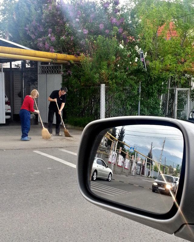 6. Фотография с явным использованием штампов и трафаретов (отражение в зеркале автомобиля) - Асылбек Айманов