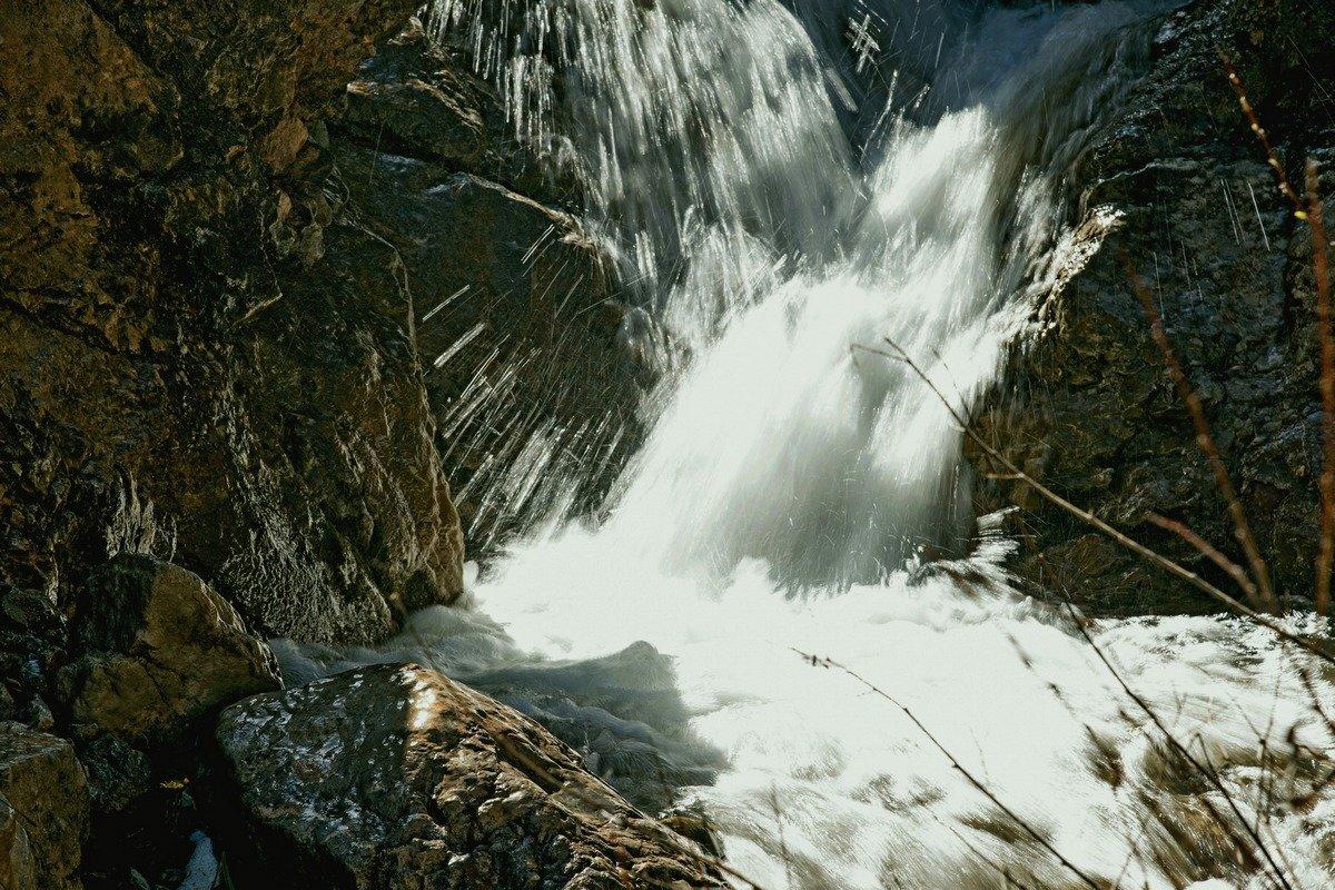 К водопаду - Александр Грищенко