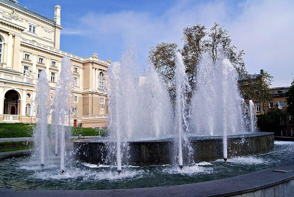фонтан на Театральной - Александр Корчемный