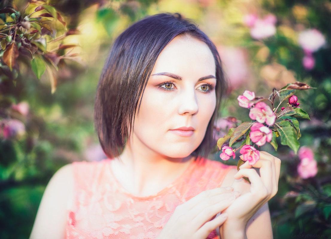 Анна в весеннем саду... - Alex Lipchansky