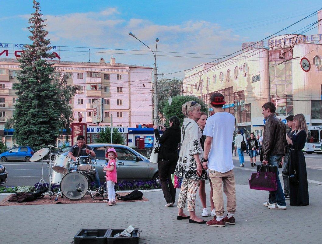 Музыканты и поклонницы. - Надежда Ивашкина