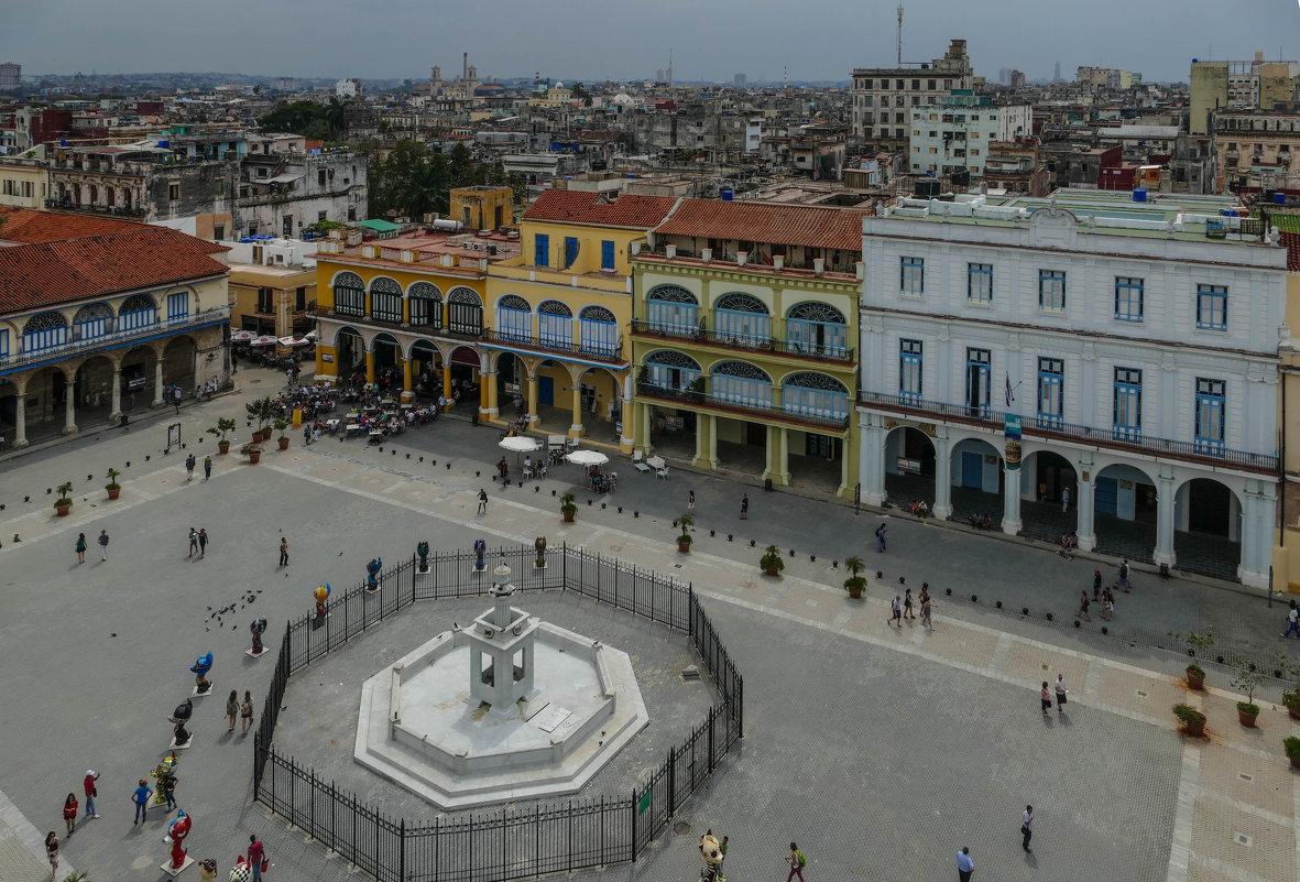 Пласа Виеха (Старая пл.) Съемка с обзорной площадки у башни Леонардо Да винчи. Гавана, Куба - Юрий Поляков