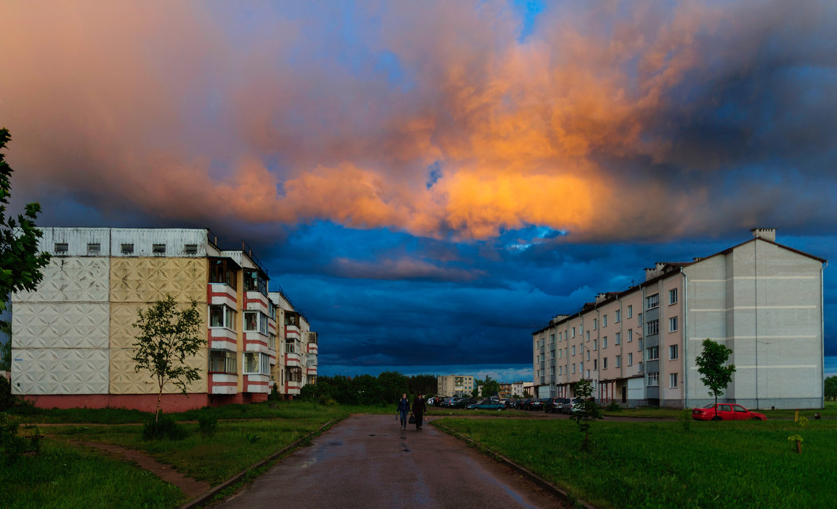 Моросило небо лиловое Мелким дождиком Поздним вечером... - Анатолий Клепешнёв