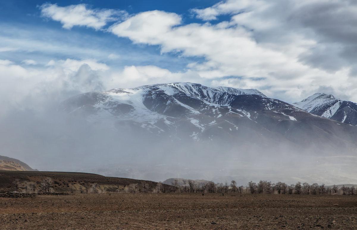 Не то облака сдуло, не то туман... - Владимир Колесников