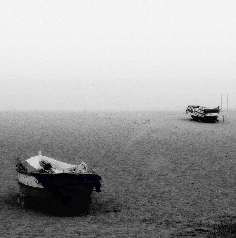 Лодка на аллеях парка метафора