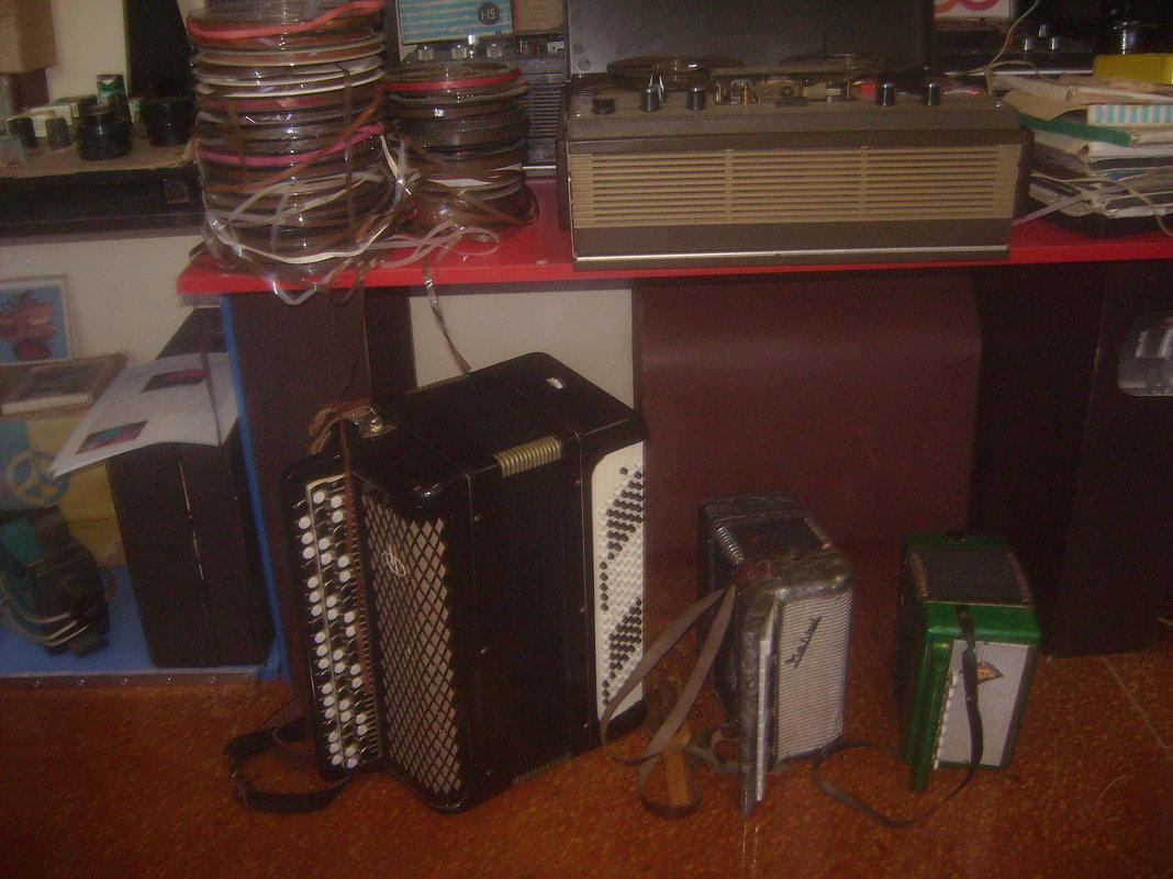 Музыкальные инструменты и магнитофон - Tarka