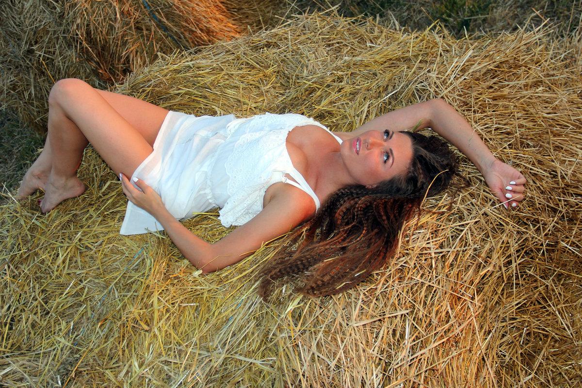 девушка на сене - Елена Фотостудия ПаФОС