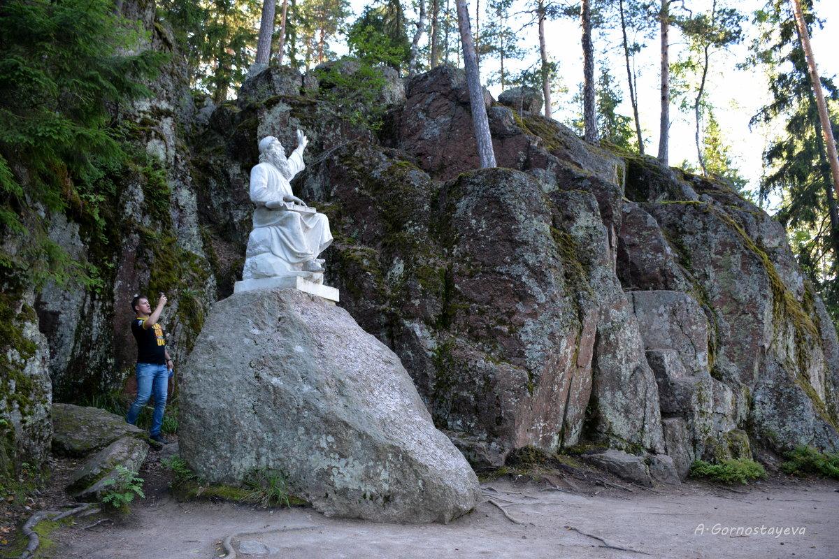 "Скульптура ""Вяйнемёйнен, играющий на кантеле"". - Anna Gornostayeva"