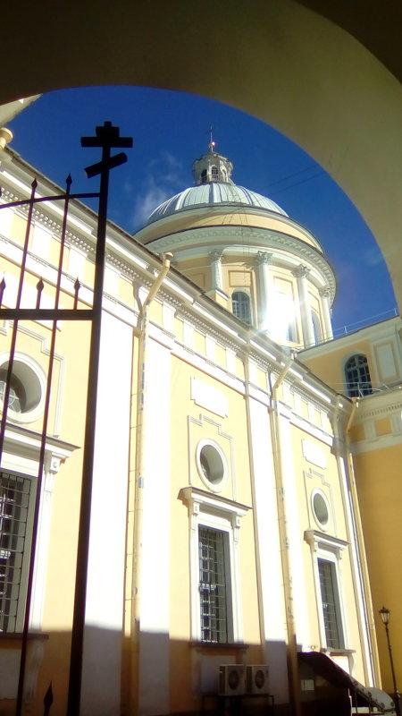 Вид на центральный собор Александра-Невской Лавры. (Санкт-Петербург). - Светлана Калмыкова