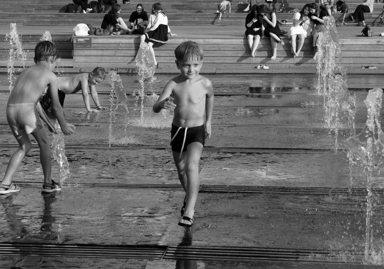 пробежать через фонтаны - Александр Шурпаков