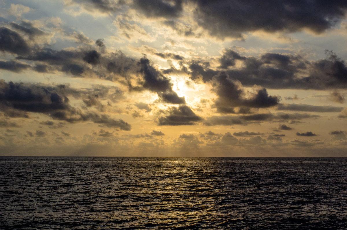 Закат. Море. - Алексей