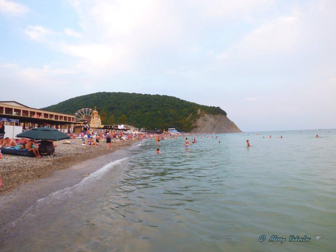 "Пляж опустел..Гора ""Ёжик"". - Alexey YakovLev"